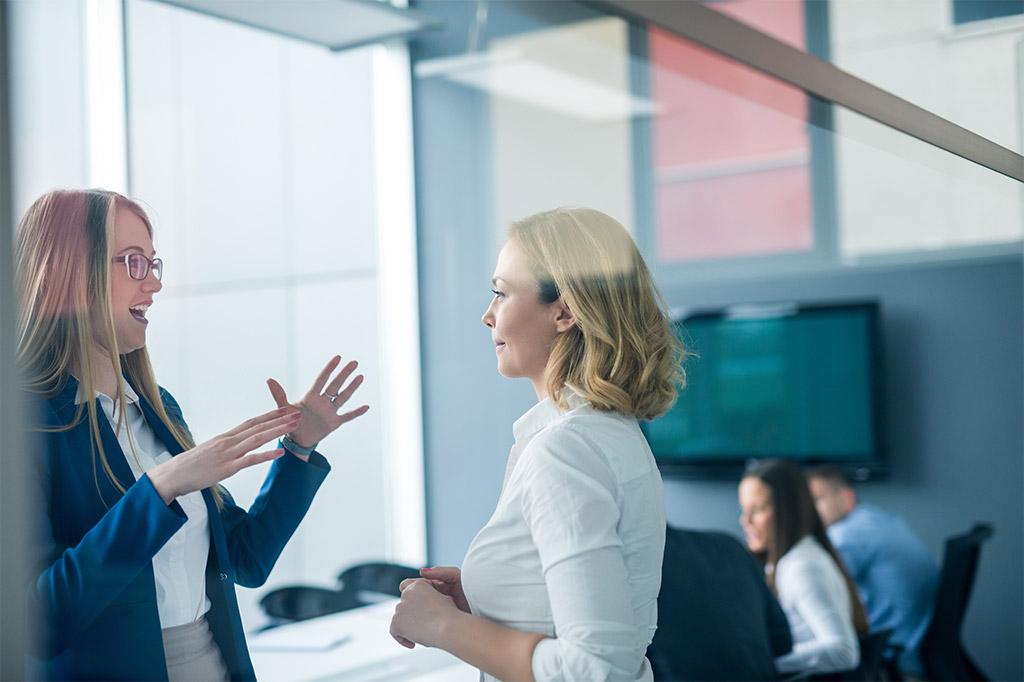 Souverän plaudern & Sympathien gewinnen – so gelingt der Small Talk im Business